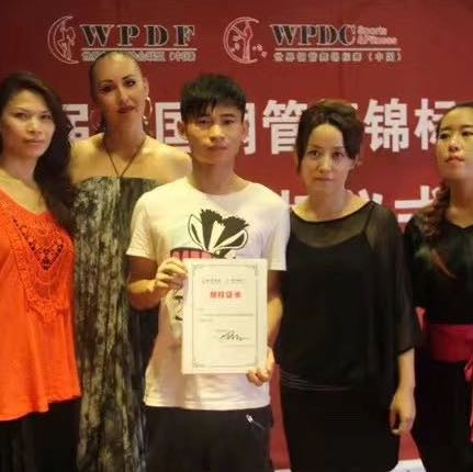 张驰骋教练钢管舞锦标赛获奖
