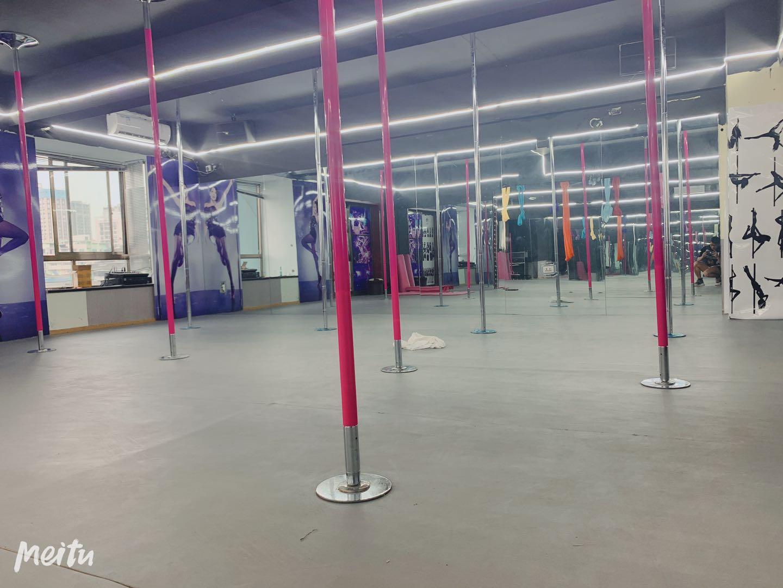 场馆钢管舞练习区域