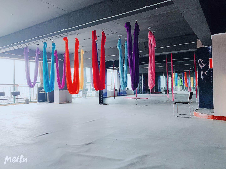 吊环绸缎练习区域