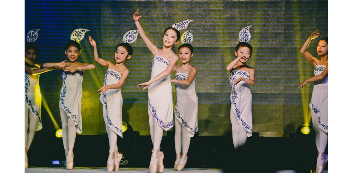 少儿舞蹈团某节目汇演