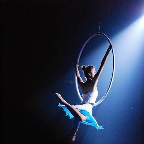 关于舞蹈中的基本功联系,在初期我们应该如何练习踢腿