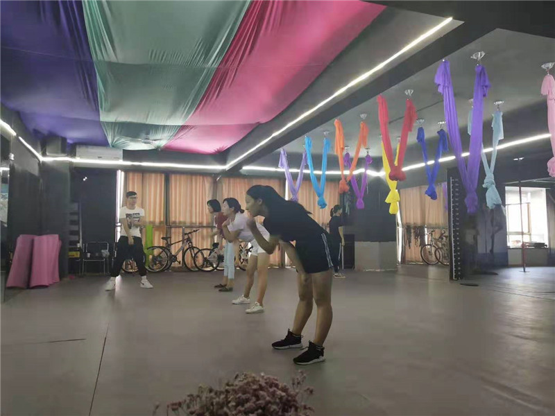 学员爵士舞蹈学习