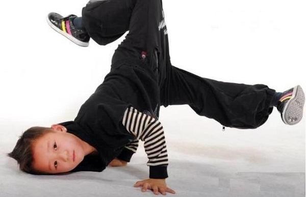 少儿舞蹈培新班开课啦!想要学习街舞的小朋友可以加入我们哦!