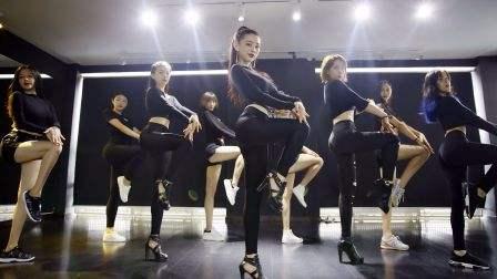 有不少朋友留言,关于学爵士舞需不需要基本功的问题,今天就为大家解答一下