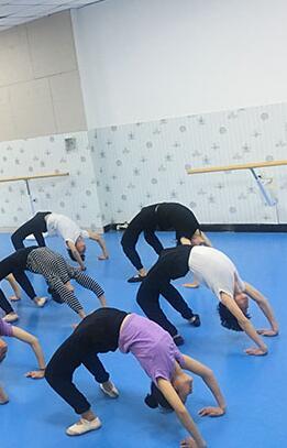 舞蹈艺考容易过吗?