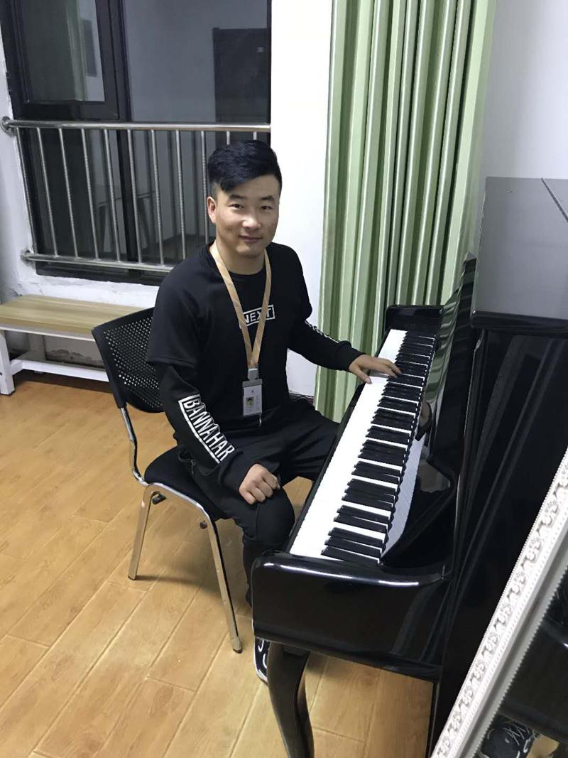 王嘉庆(乐理辅导教师兼音乐班主任)