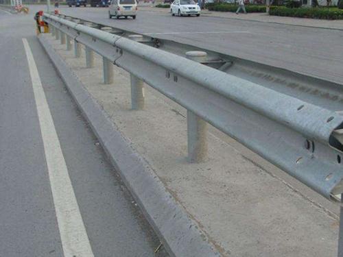 成都高速公路护栏立柱