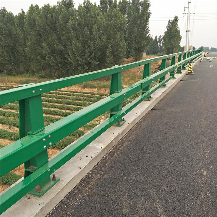 成都高速公路护栏立柱厂家