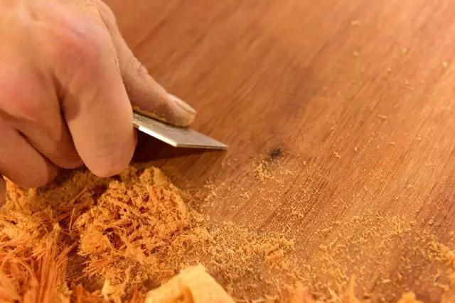 带你走进红木家具车间,看**的红木刮磨工艺
