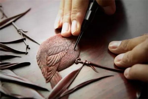 丝翎檀雕——让红木家具有了生命力