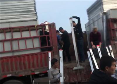 市政围挡出货装车现场