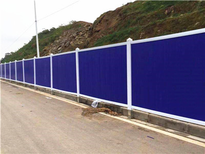 城市建设工程专用护栏PVC围挡除了坚固美观外还有以下特点
