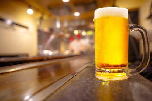 你知道啤酒为啥不用塑料包装?