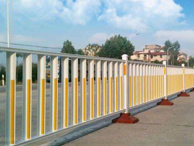 市政防护栅栏对道路安全建设的重要性