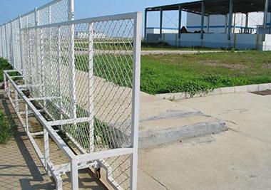 大家知道铁丝网围栏如何进行修补吗?