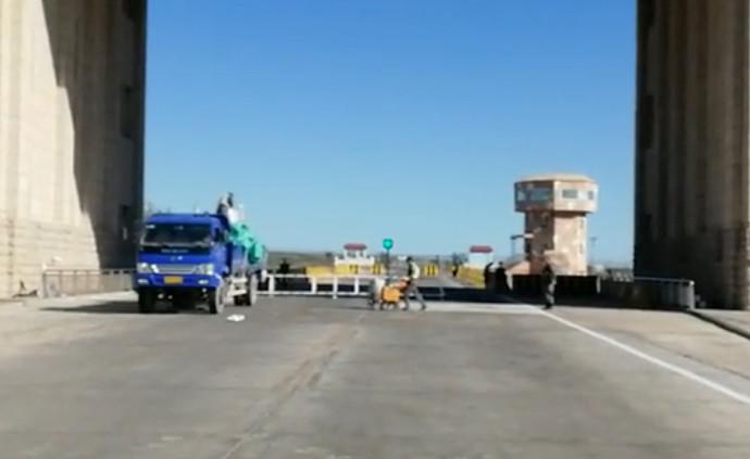 新疆道路标线涂料厂家金德润在霍尔果斯口岸施工案例