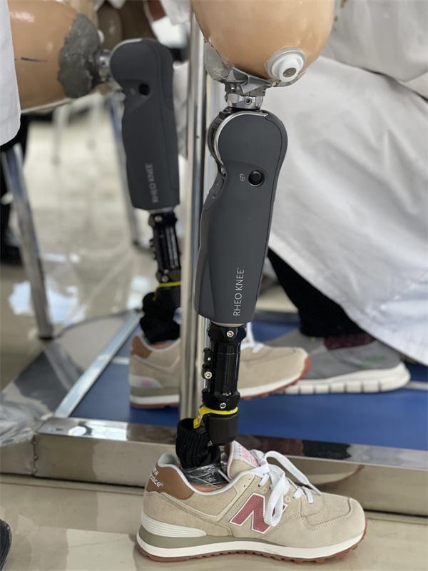 大腿智能假肢