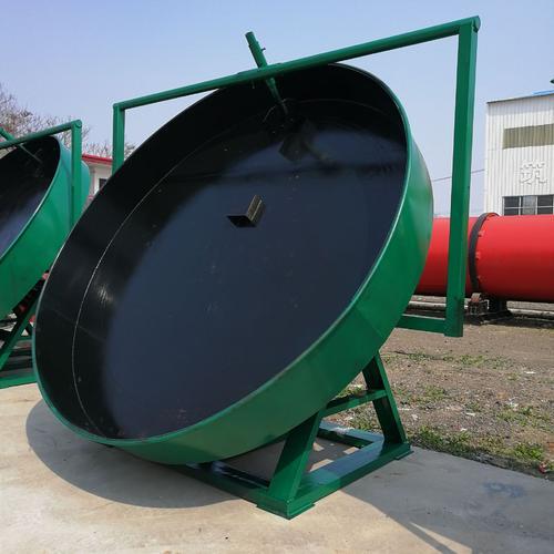 在整个有机肥生产过程中会使用到多种设备,而有机肥圆盘造粒机就是其中之一