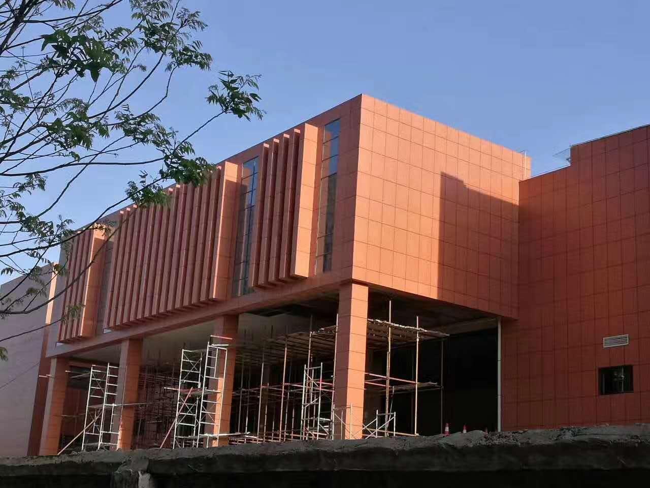 西北大学图书馆陶瓷薄板施工案例
