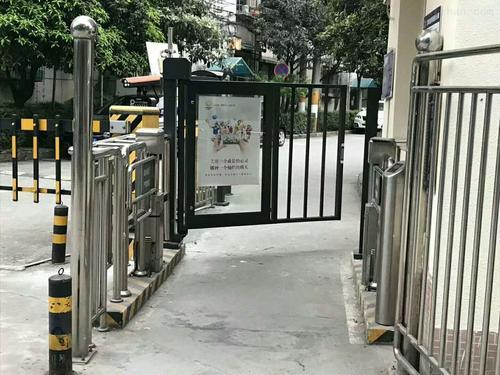 成都人行通道廣告門