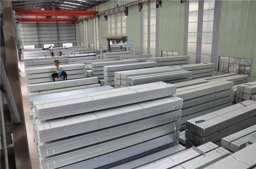 工字鋼廠家帶你分析鋼結構建筑的特點