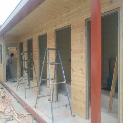 天水秦州区防腐木木屋正在施工