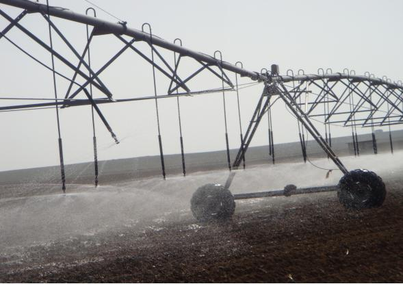 内蒙古电动中心支轴圆形喷灌机