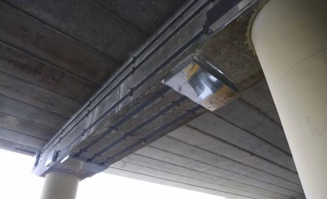 强承重预应力碳纤维板加固桥梁,如何避免交通荷载带来的影响?
