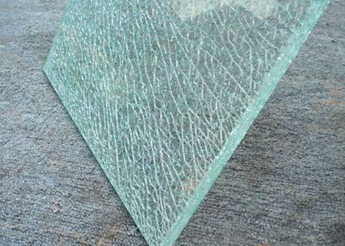 磨砂玻璃隔断和钢化玻璃隔断的区别