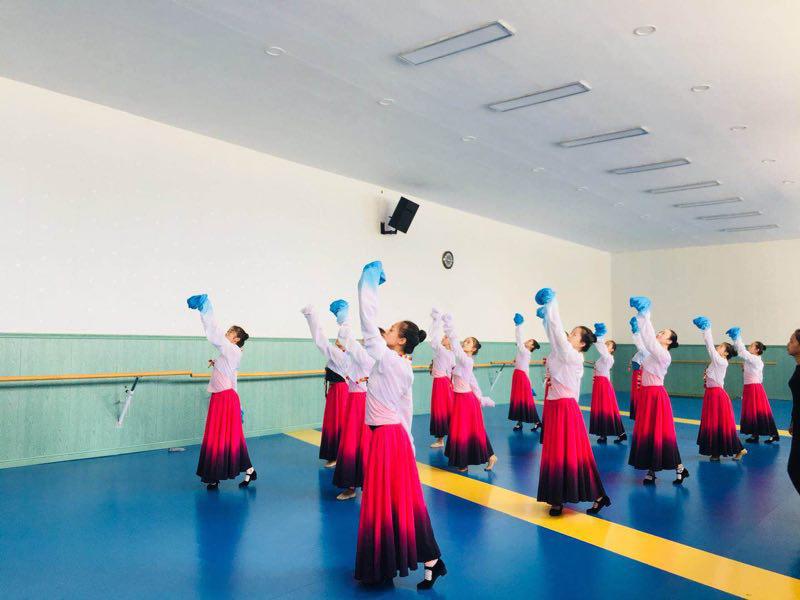 现当代舞课