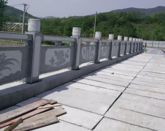 鑫生辉石材栏杆雕刻现场