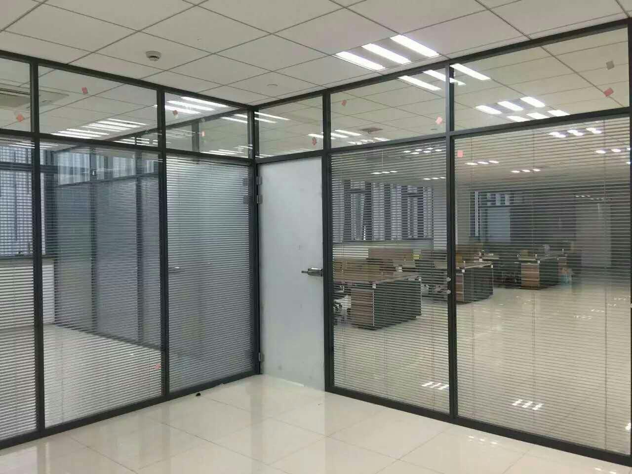 某公司使用南阳百叶玻璃隔断