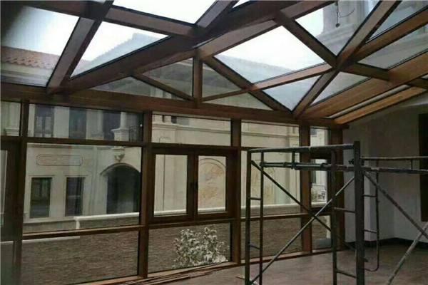 客户使用玻璃建设阳光房施工效果展示