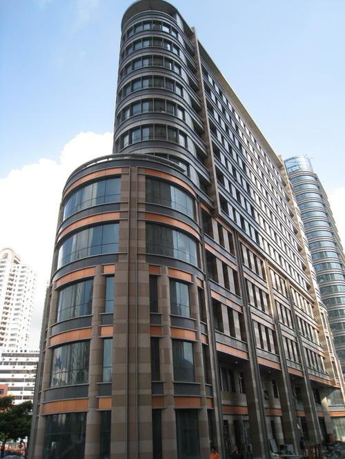 某写字楼与栩通装饰合作建造断桥铝门窗效果展示