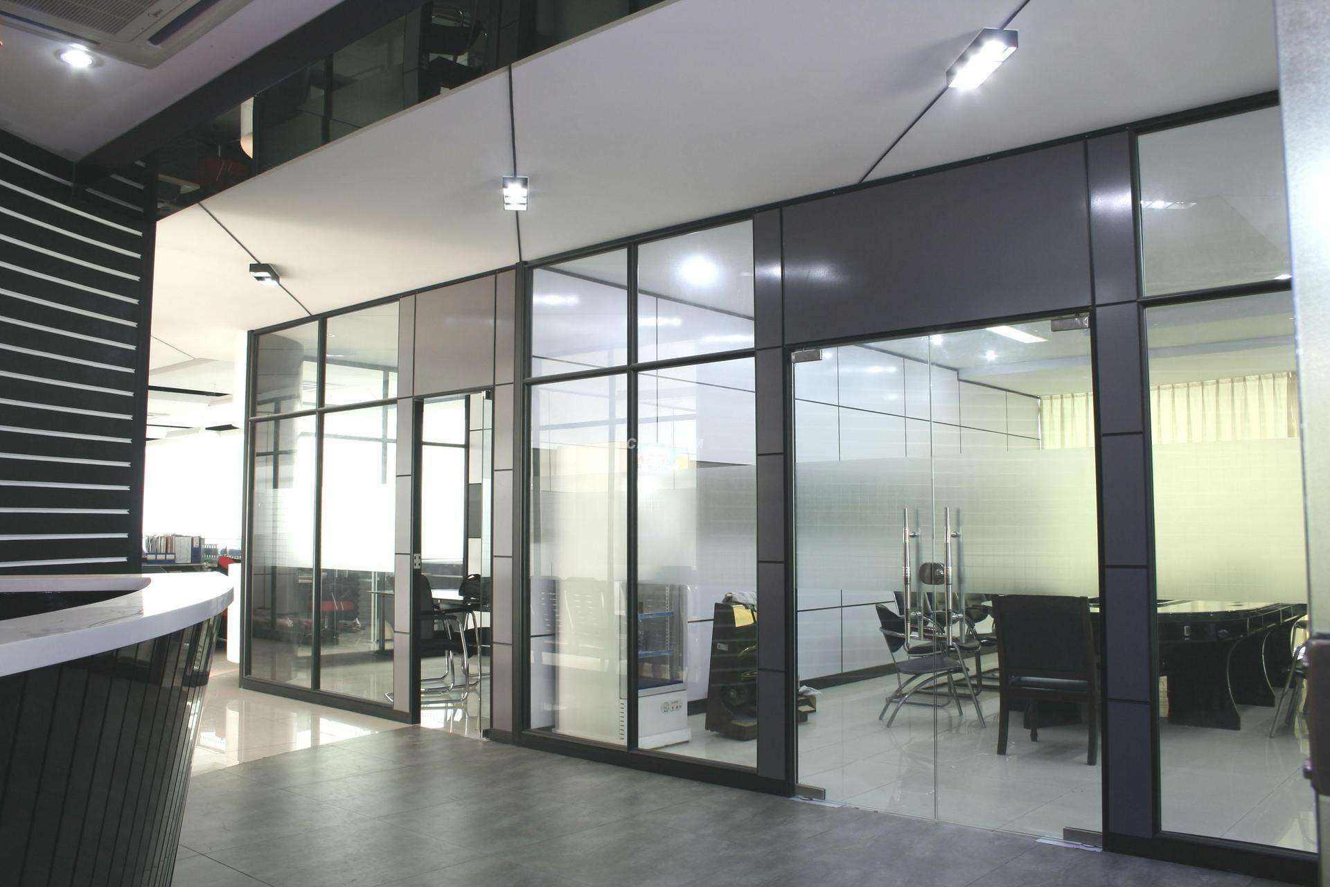 玻璃隔断的优势是什么?钢化玻璃是按照什么分的?