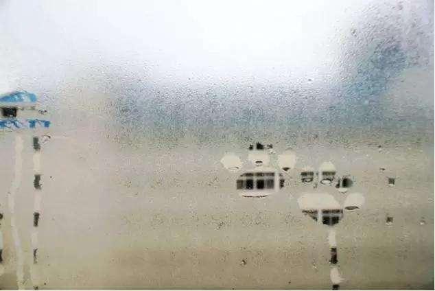 玻璃起雾怎么办?用热风还是冷风除雾快?