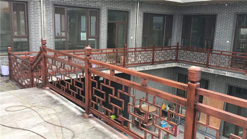 为某餐厅安装围栏