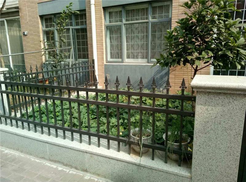 恒大小区安装镀锌围栏
