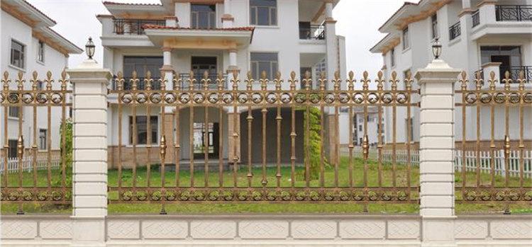 为某别墅小区定制铝艺围栏