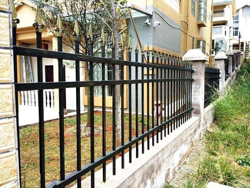 为某别墅区安装荆州锌钢围栏