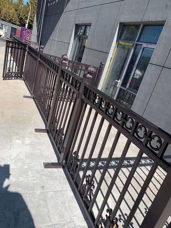 定制锌钢围栏及阳台锌钢防护栏案例展示
