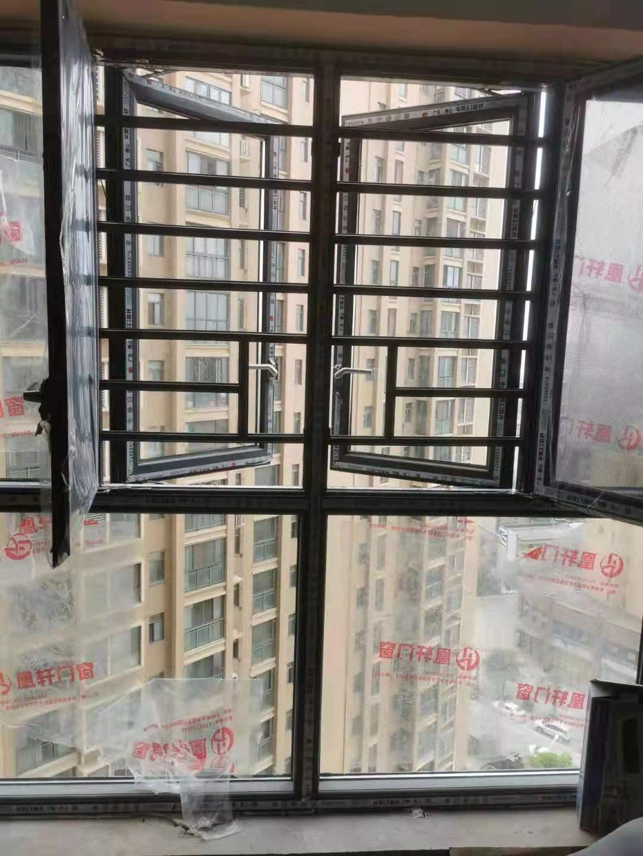 凰轩门窗为华侨城某业主安装窗户