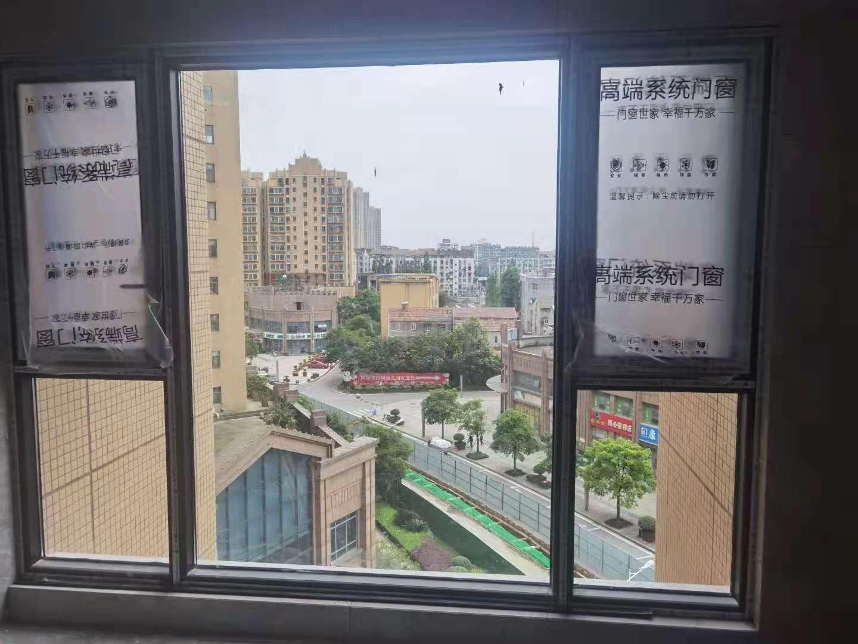 凰轩门窗为华侨城某业主封阳台
