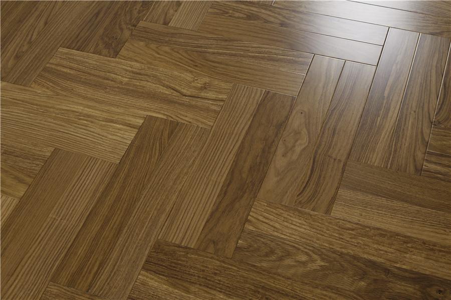 装修房子用的复合地板有什么优缺点呢?