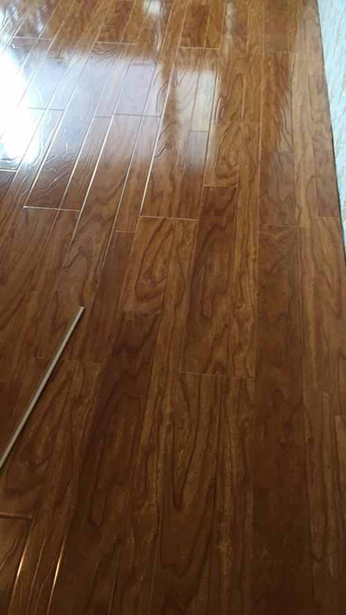 阅海万家木地板装修