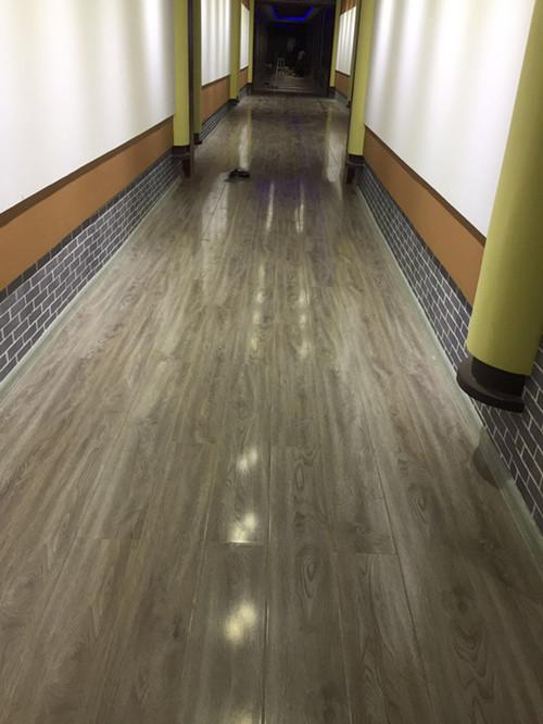 昊王米业木地板装修