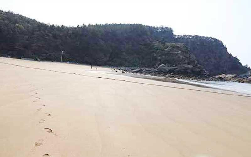 海浪、沙滩、哈仙岛金沙滩火热的夏天
