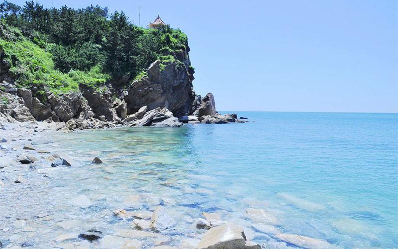 夏日来哈仙岛游玩,戴一顶帽子会更加完美。