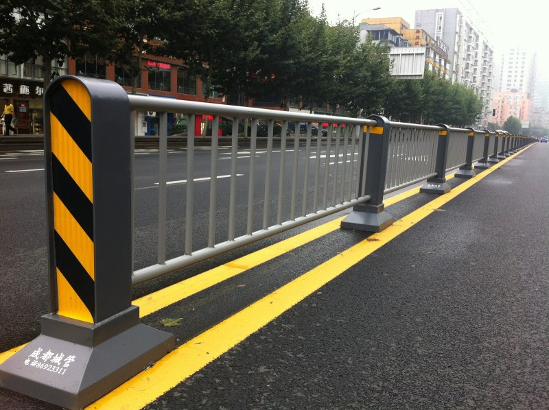 四川交通护栏施工