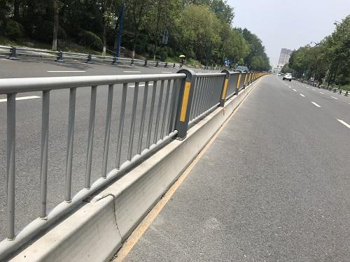 四川中央交通护栏